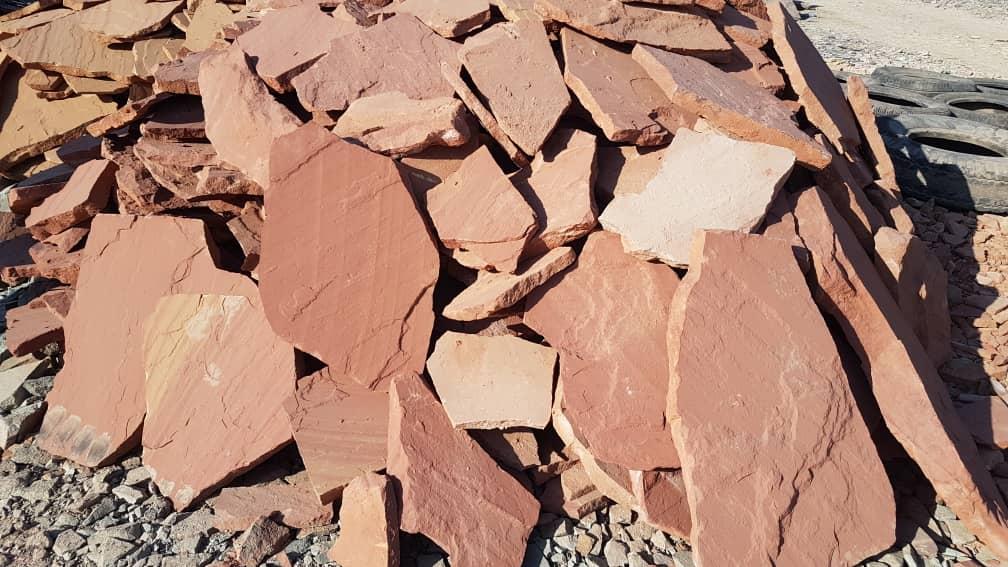 سنگ ورقه ای مشهد قرمز هر متر مربع 85 هزار تومان